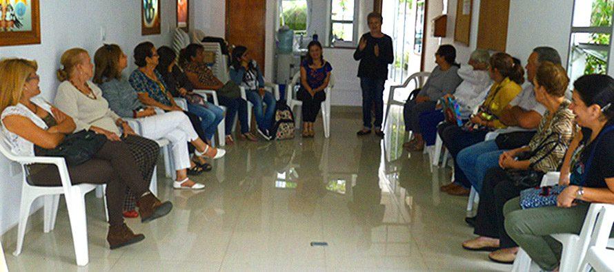 Charla «El Alzheimer y sus Consecuencias en el Hogar» en la Academia para un Mundo Mejor, San Cristóbal